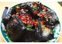 长沙的臭豆腐要数百年老店火宫殿炸得最好,外焦微脆